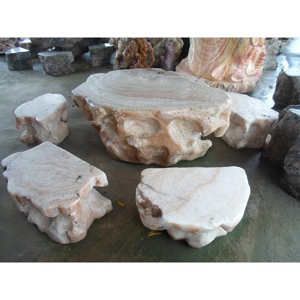 Bàn ghế đá tự nhiên màu hồng