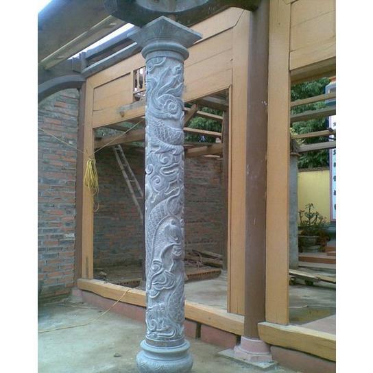 Cột đá chạm khắc