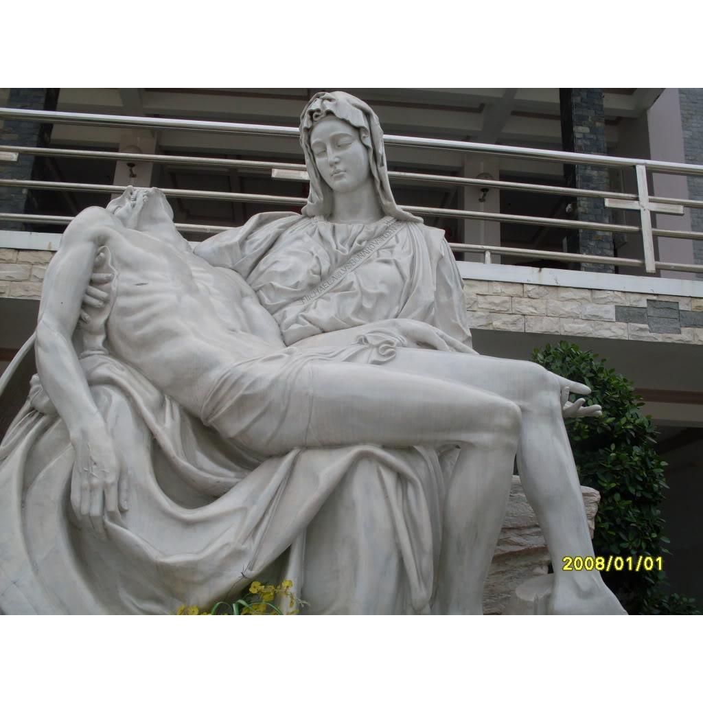 Tượng đức mẹ sầu bi bằng đá