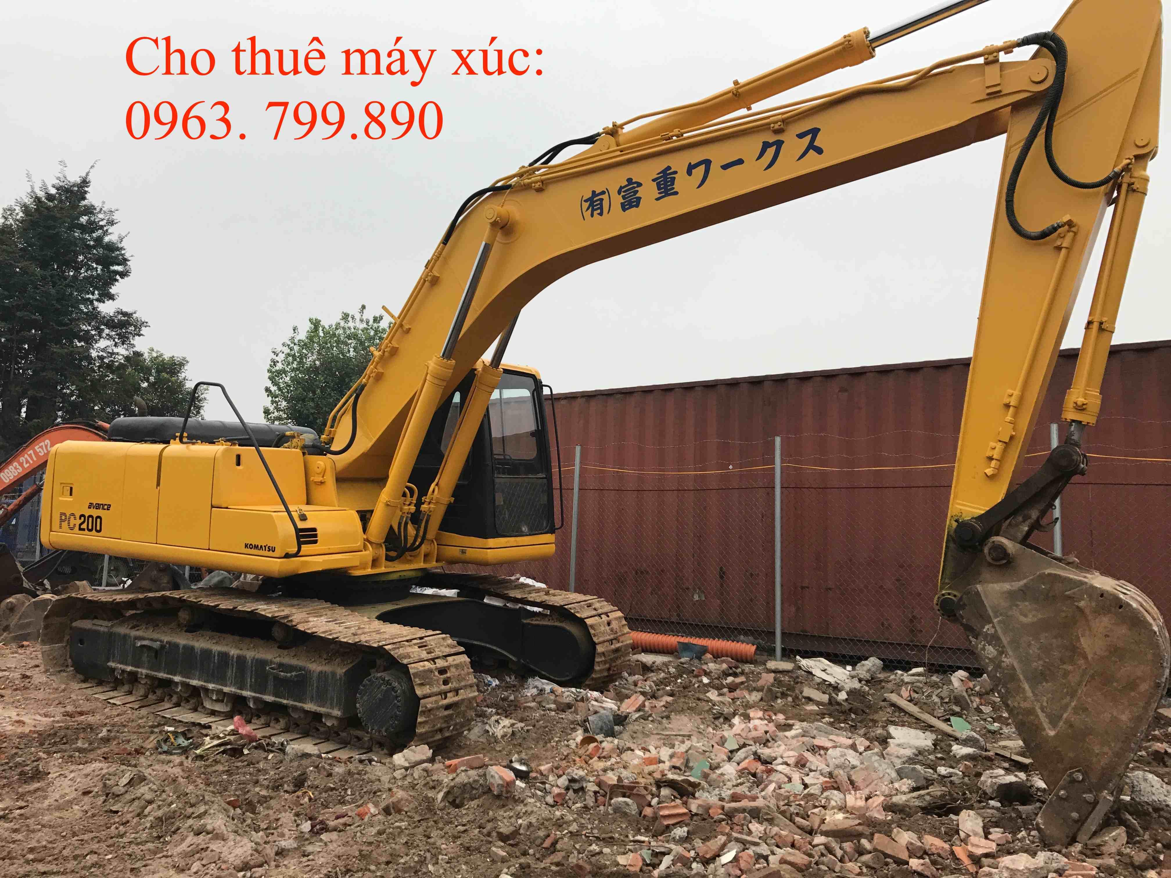 Cho thuê máy xúc đào bánh xích Komatsu PC 200 - 6
