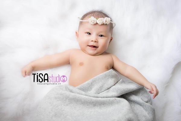 chụp hình cho bé 4 tháng tuổi