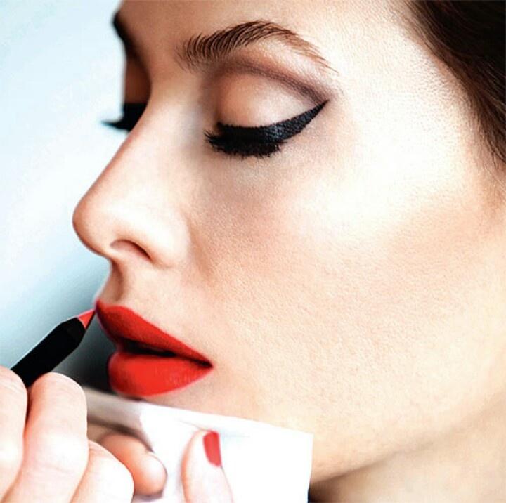 фото макияж стрелки и красные губы