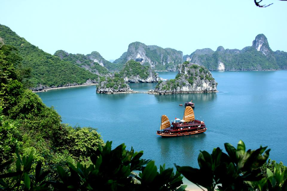 Hanoi - Ha Long Bay Private Transfer by 4 Seats Car
