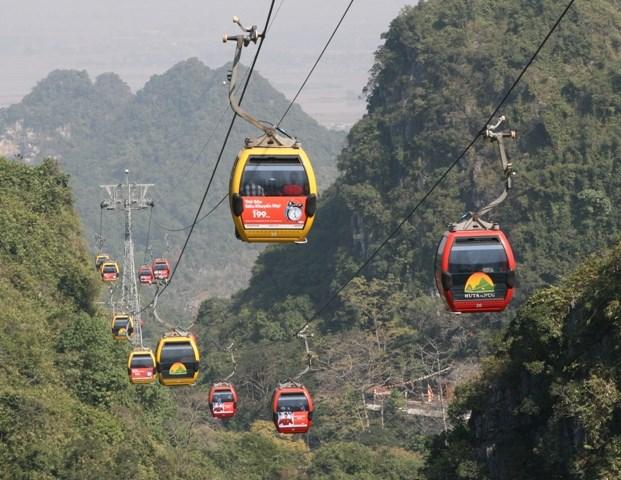 Hanoi - Perfume Pagoda Private Transfer by 16 Seats Minibus