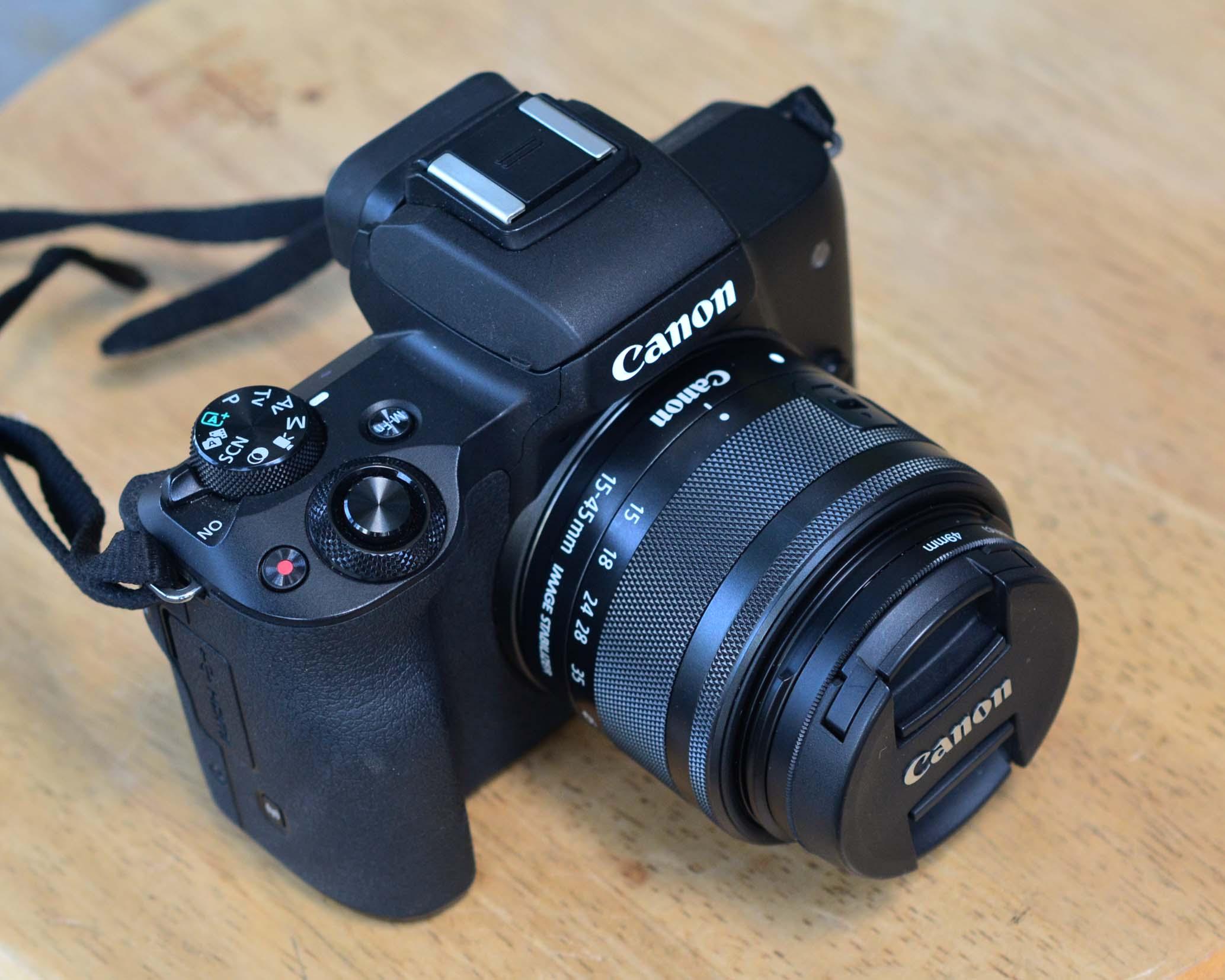 Canon EOS M50 + Kit 15-45mm