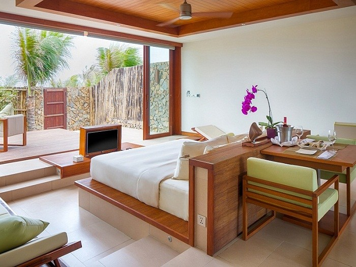 fusion-resort-nha-trang-Chic-Suite-bedroom