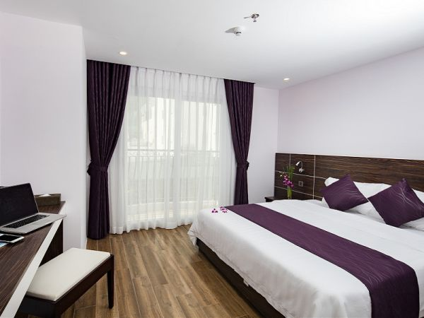 khach-san-balcony-nha-trang-double-bed-room