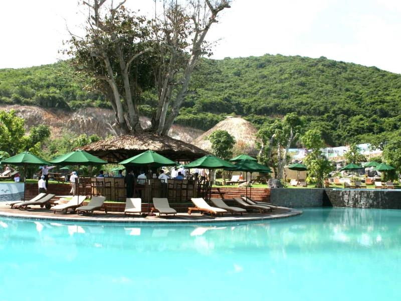 MerPerle-Hon-Tam-Resort-nice-pool