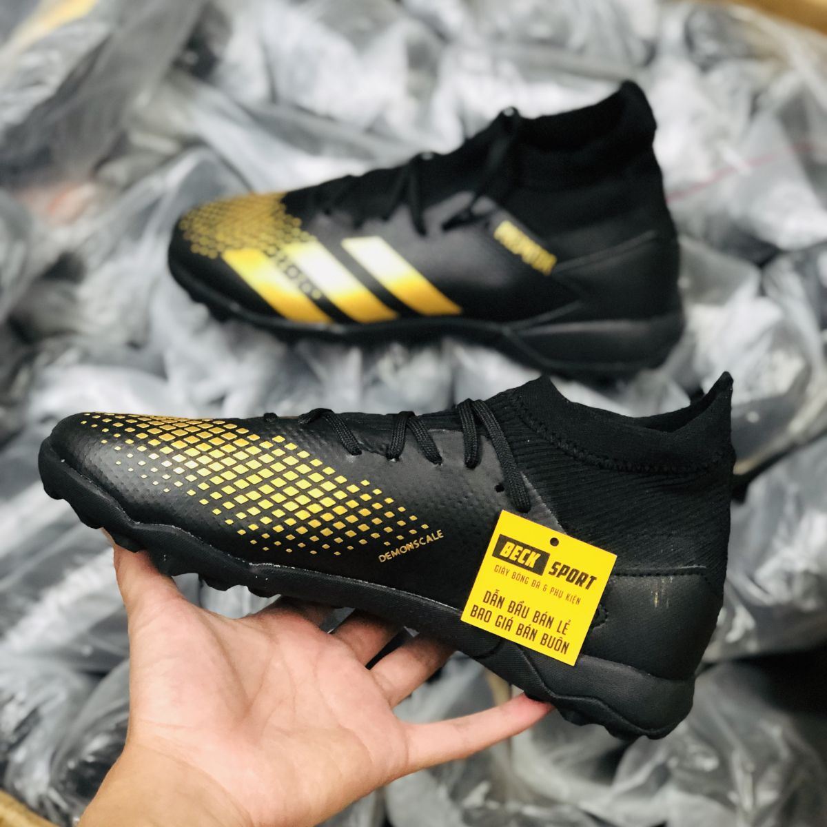 Giày Bóng Đá Adidas Predator 20.3 Đen Vạch Vàng Cổ Cao TF