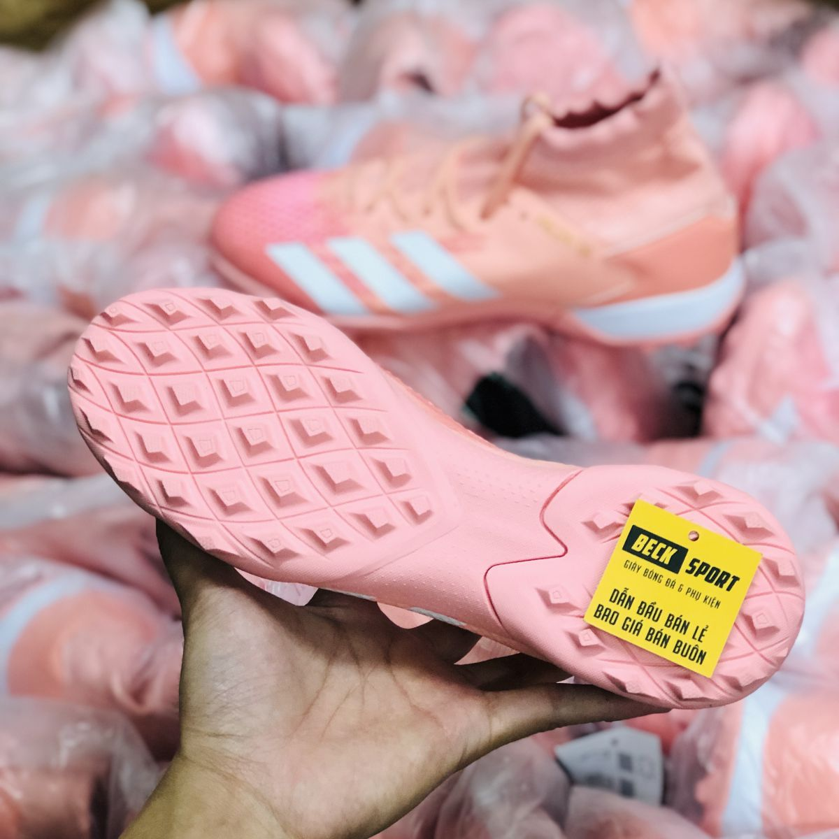 Giày Bóng Đá Adidas Predator 20.3 Hồng Vạch Trắng Cao Cổ TF