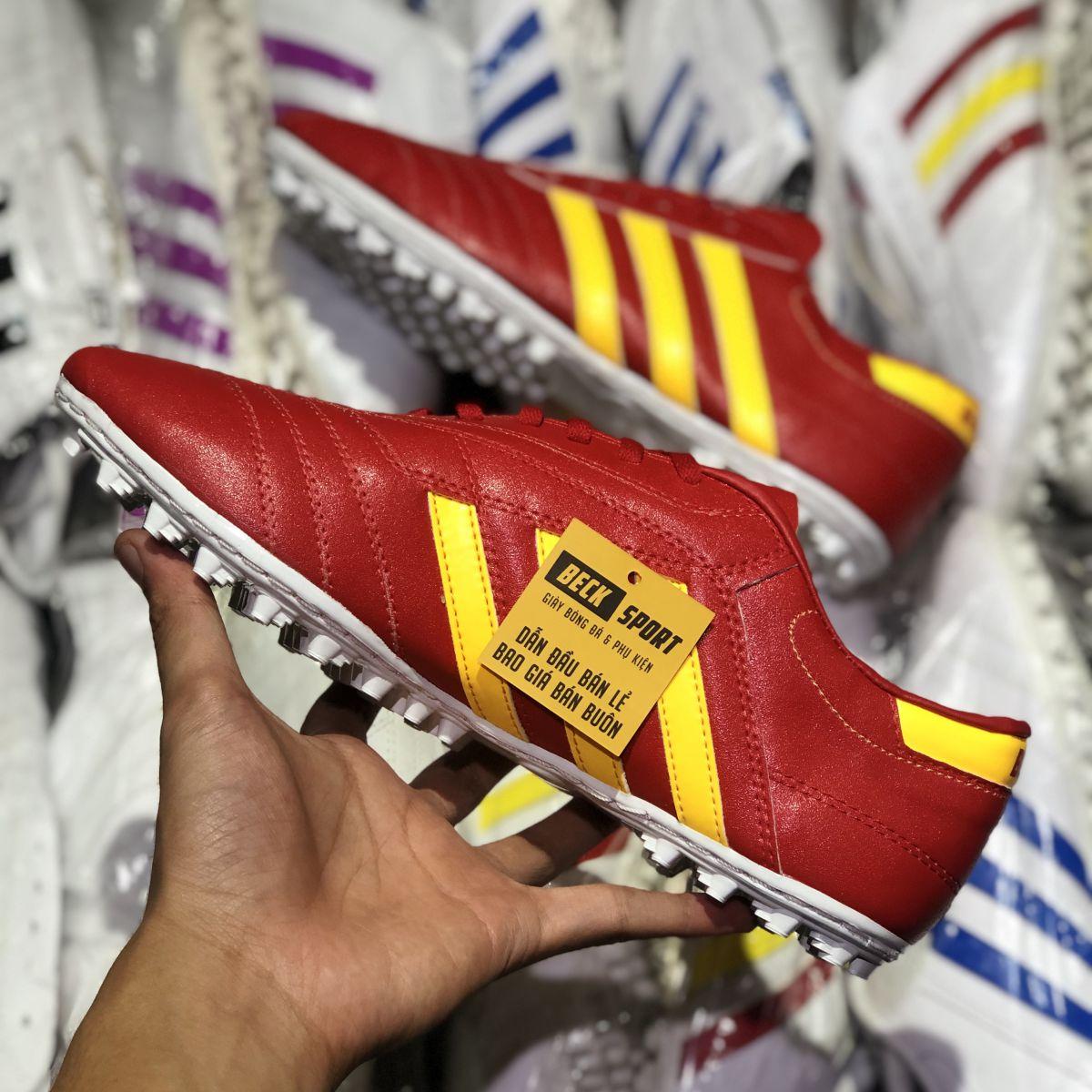 Giày Phủi 3 Sọc Loại 1 - Beck Đỏ Sọc Vàng
