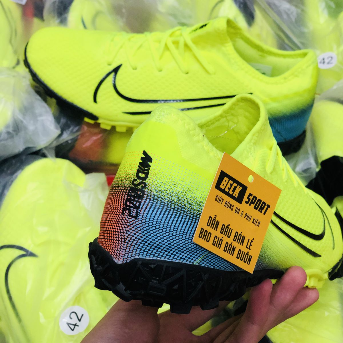Giày Bóng Đá Nike Mercurial Vapor 13 Pro Dream Speed Nõn Chuối Gót Vạch Đen Gót Xanh Ngọc TF