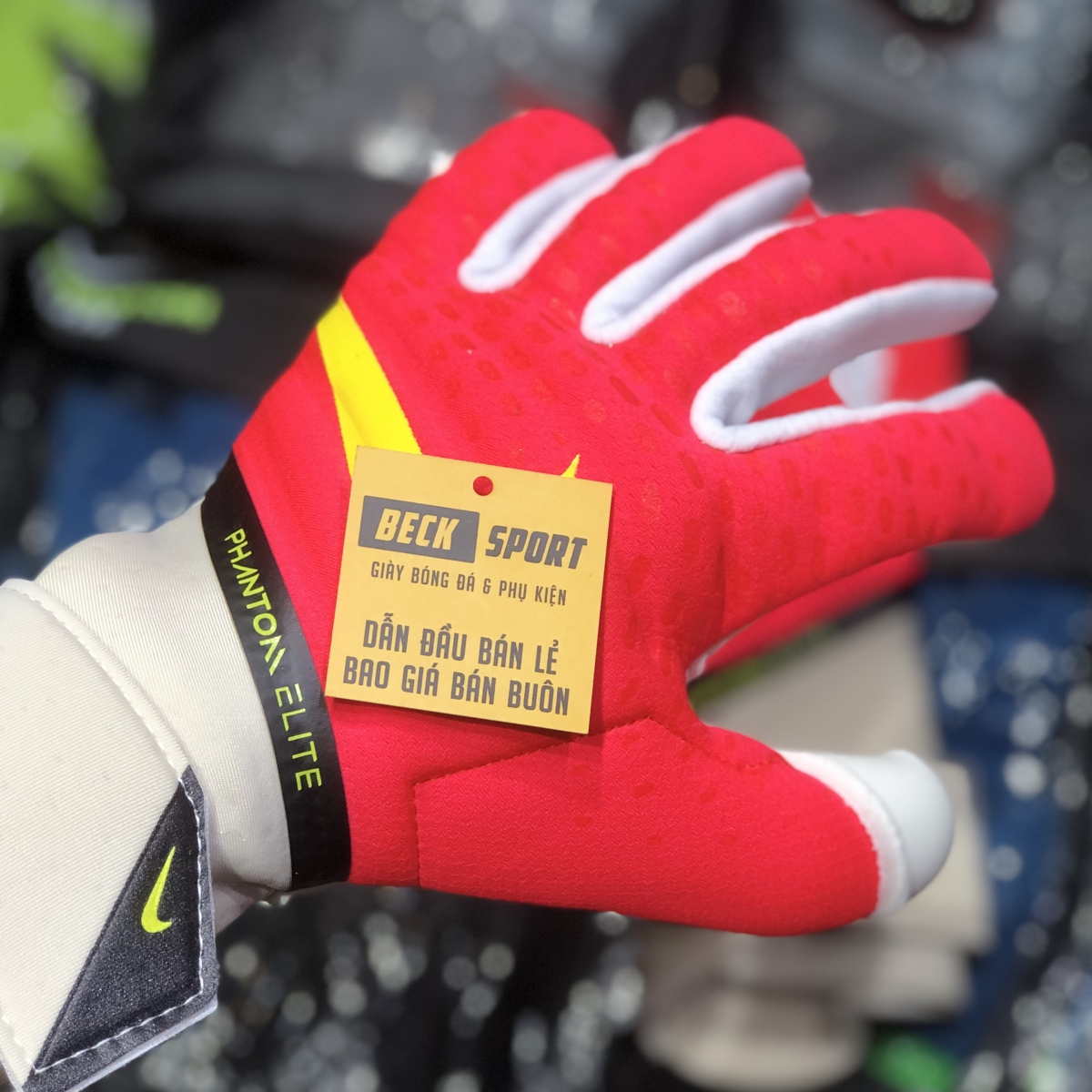 Găng Tay Nike Phantom Elite Đỏ Vạch Vàng HQ ( Không Xương )