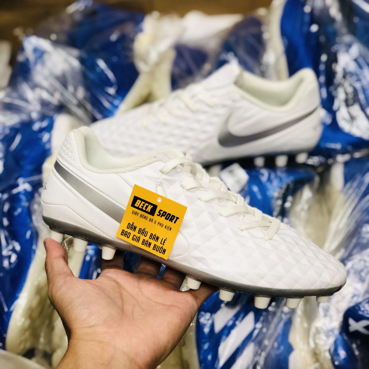 Giày Bóng Đá Nike Tiempo 8 Academy Trắng Vạch Xám AG