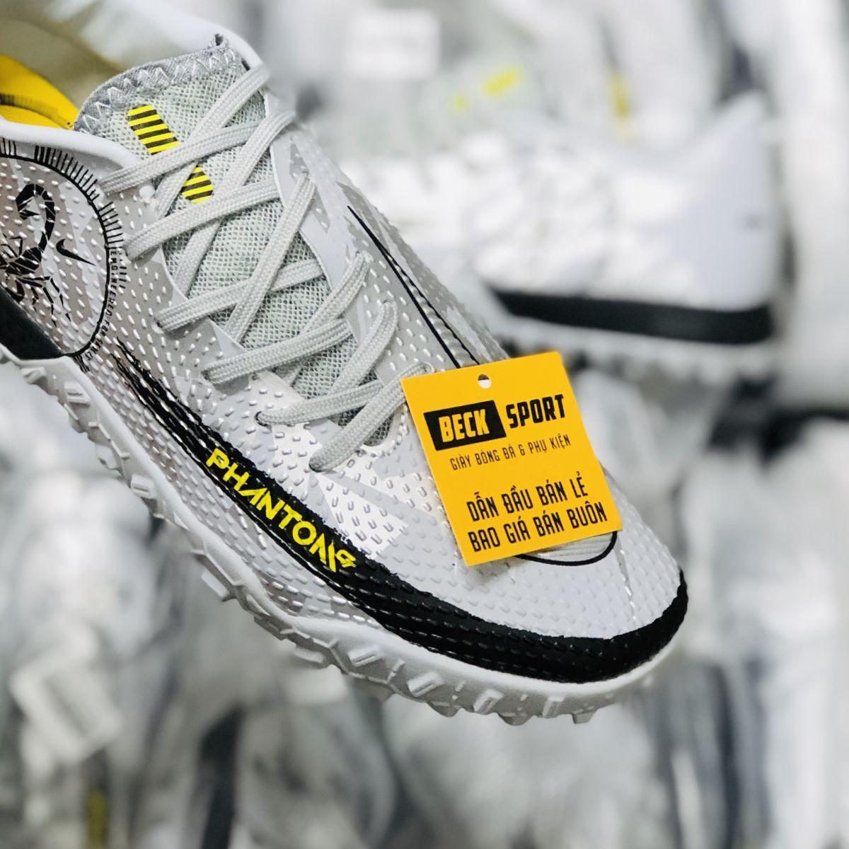 Giày Bóng Đá Nike React Phantom GT Pro Scorpion Bạc Vạch Đen TF