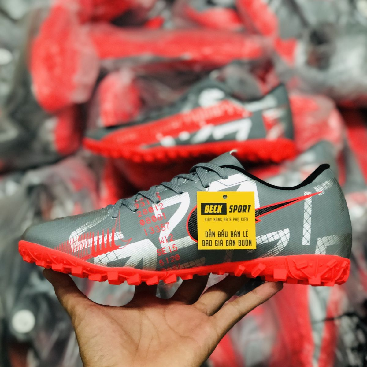 Giày Bóng Đá Nike Mercurial Vapor 13 Academy Xám Hồng Vạch Đen TF