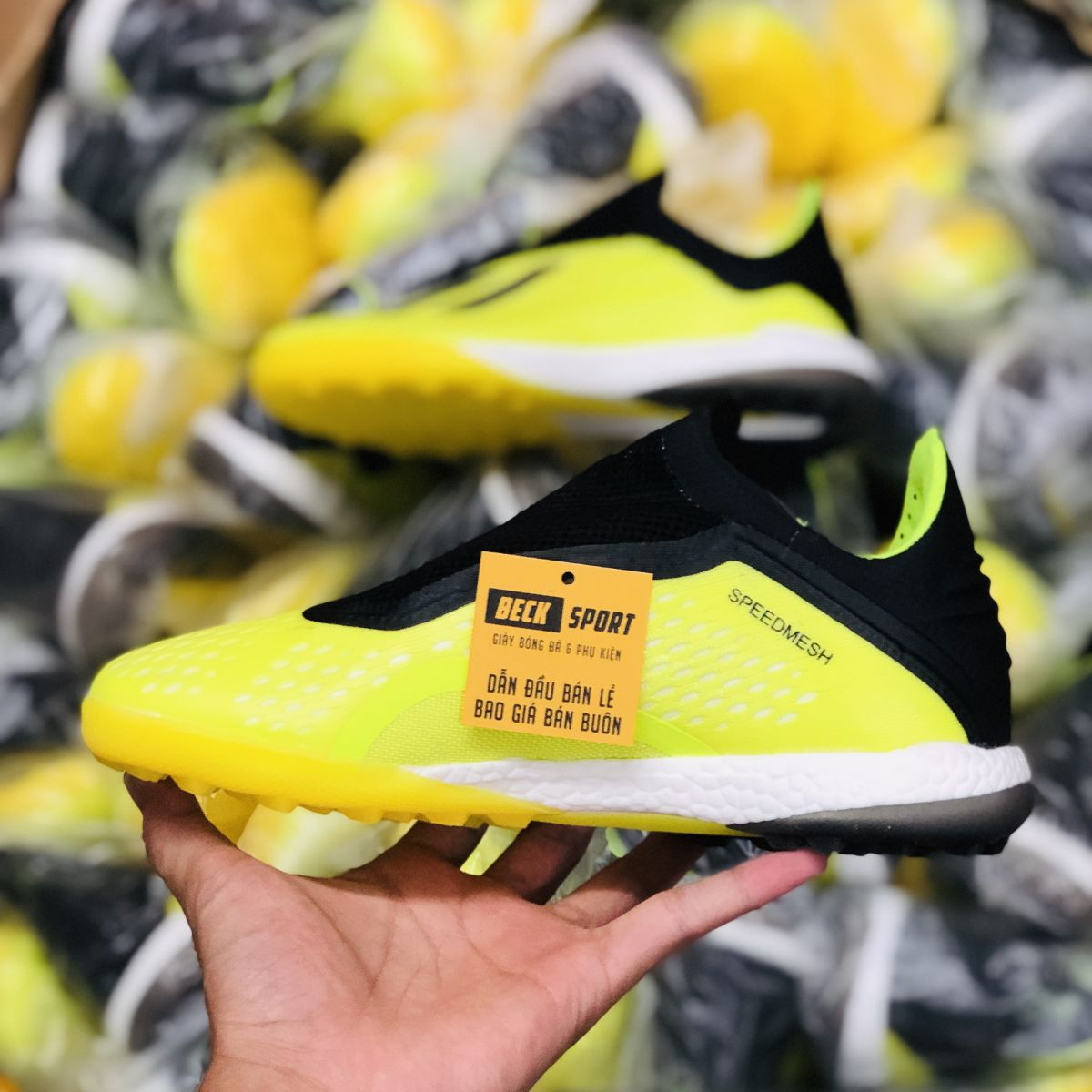 Giày Bóng Đá Adidas X 18+ Nõn Chuối Gót Đen Không Dây TF