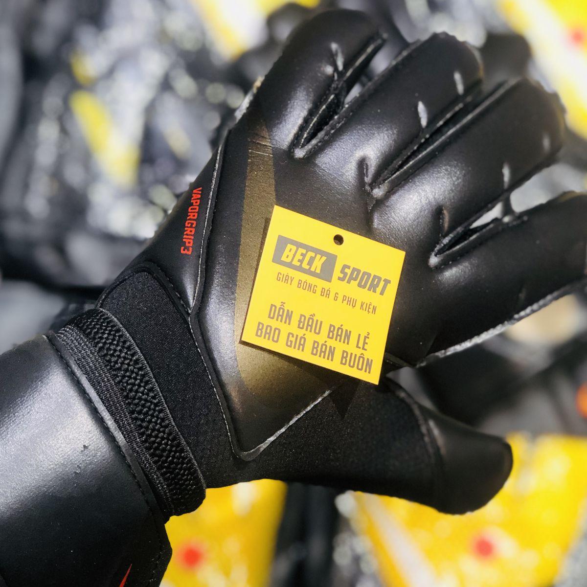 Găng Tay Nike Vapor Grip 3 Đen Vạch Vàng ( Không Xương )