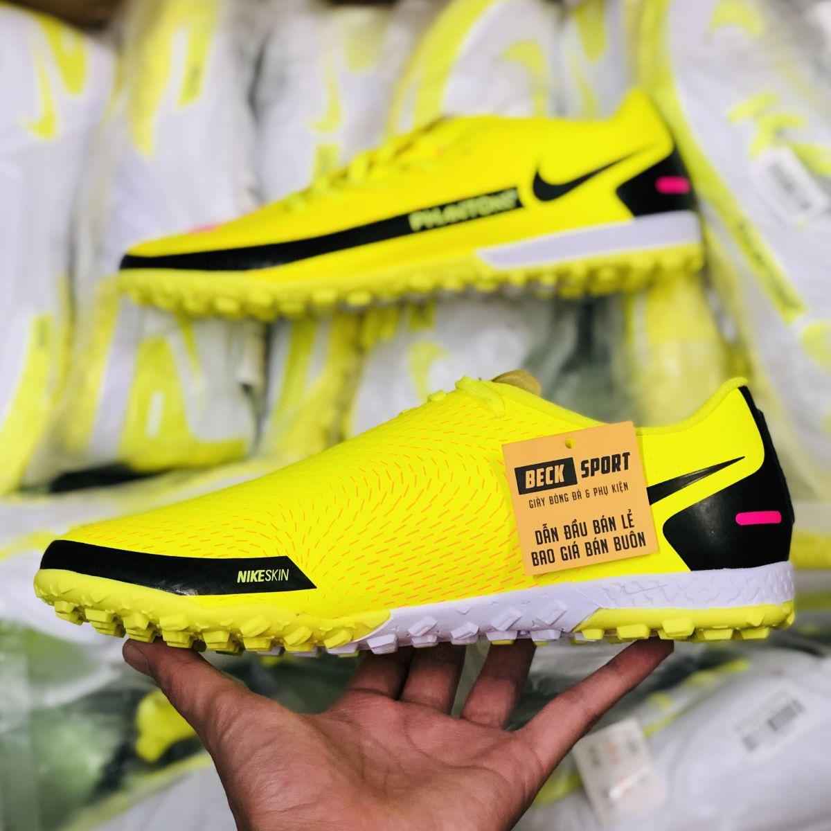 Giày Bóng Đá Nike Phantom GT Vàng Hồng Vạch Đen TF