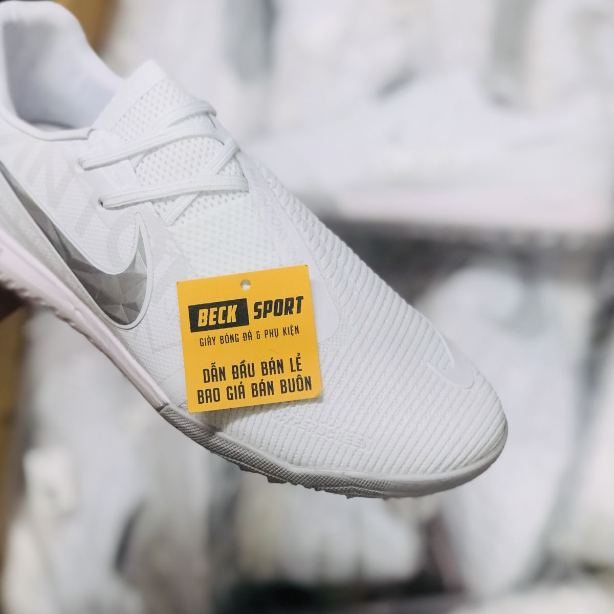 Giày Bóng Đá Nike Zoom Phantom VNM Pro Trắng Vạch Xám Giấu Dây TF