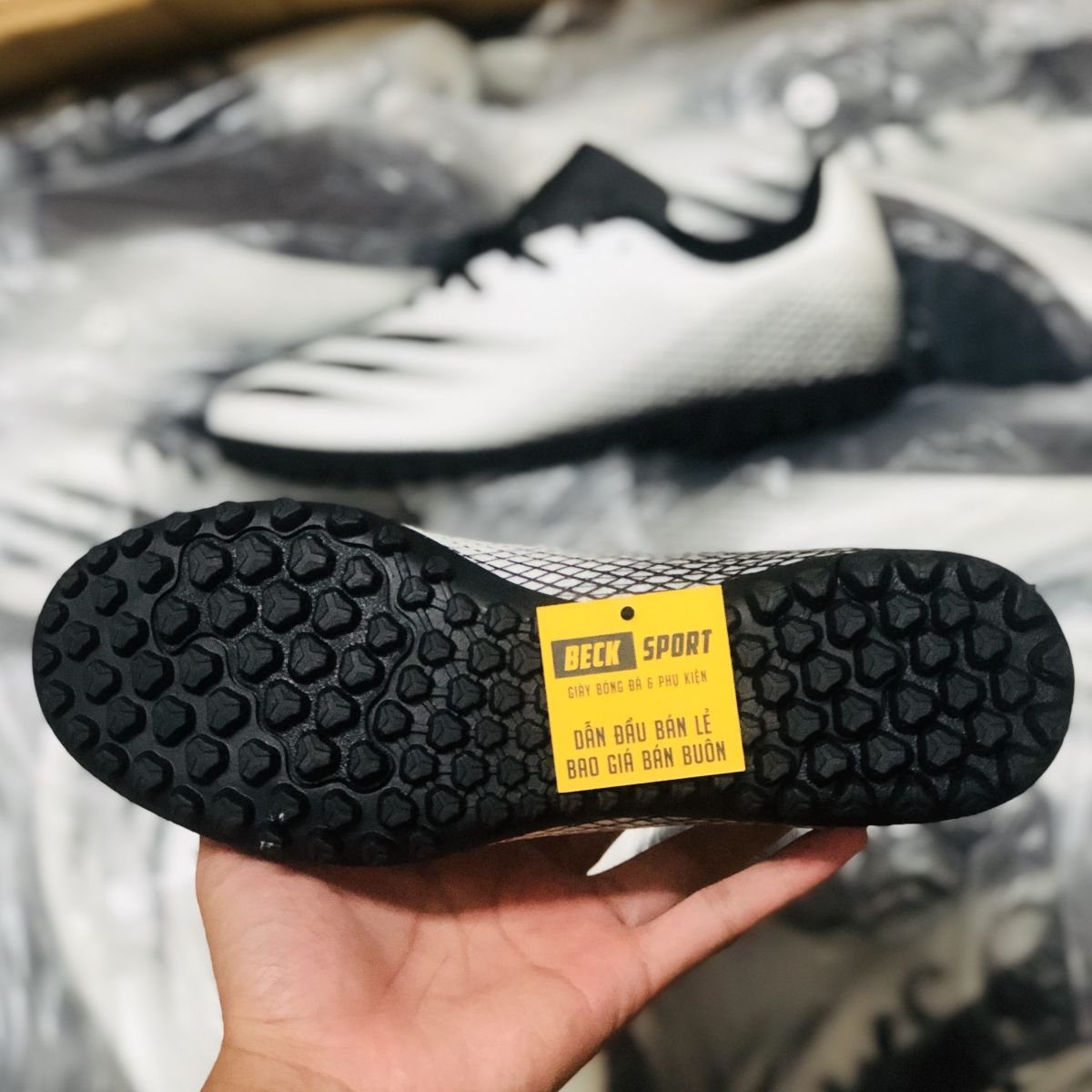 Giày Bóng Đá Adidas X Ghosted.4 Trắng Vạch Đen HQ TF