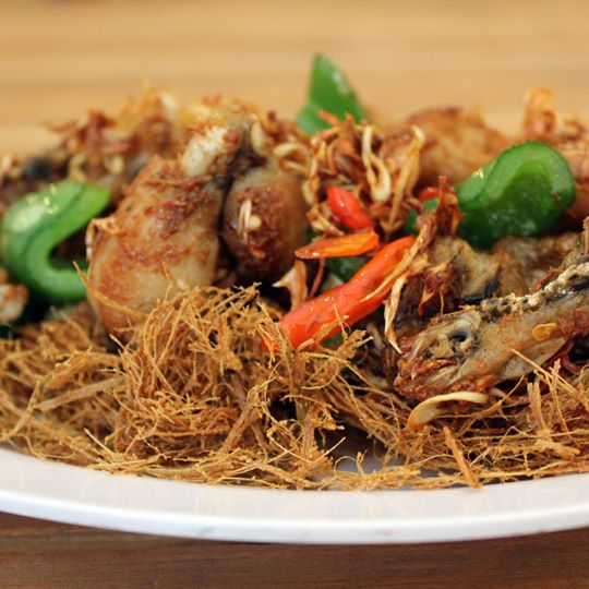 Ếch Chui Rơm - Stir Fried Frog with Lemongrass Floss and Capsicum