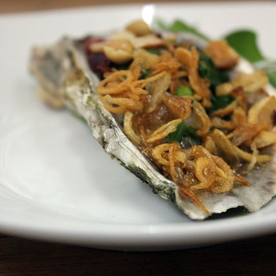 hau-nuong-mo-hanh-grilled-oyster-with-spring-onion-and-peanuts