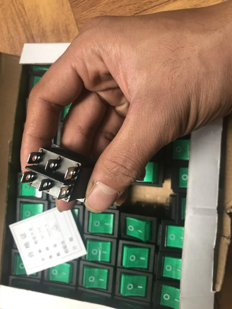 Nút bấm (công tắc) có đèn nhiều chân cho máy móc