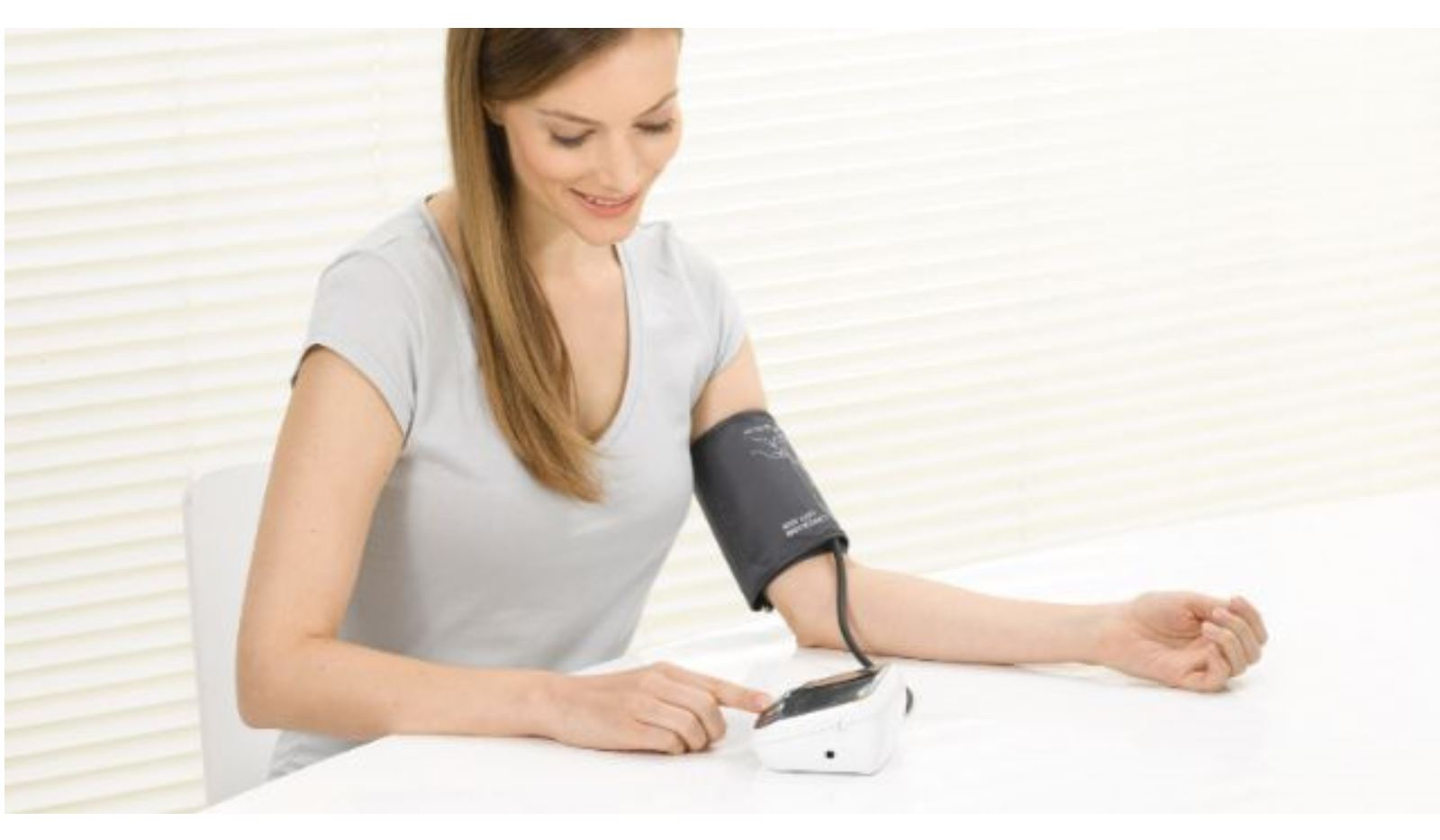 Máy đo huyết áp bắp tay Beurer BM40 (bao gồm adapter)