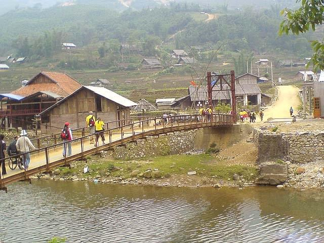 SAPA MEDIUM TREKKING TRIP 3 days 2 nights - 1 night sleep at hotel and 1 night sleep at homestay