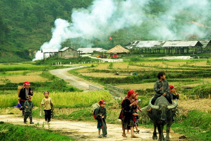 SAPA HARD TREKKING TRIP 4 days - 3 nights: 2 nights at Homestay, 1 night in hotel