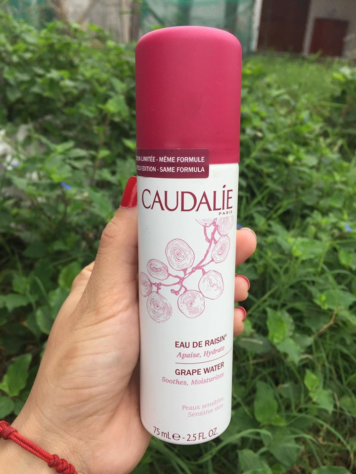 Xịt khoáng Caudalie Grape Water Smoothes Moisturizes