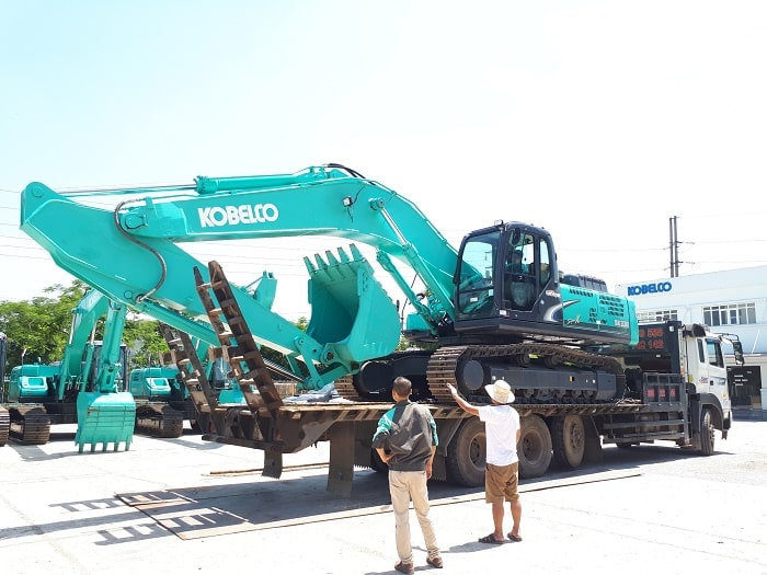 hang-may-xuc-dao-kobelco-viet-nam
