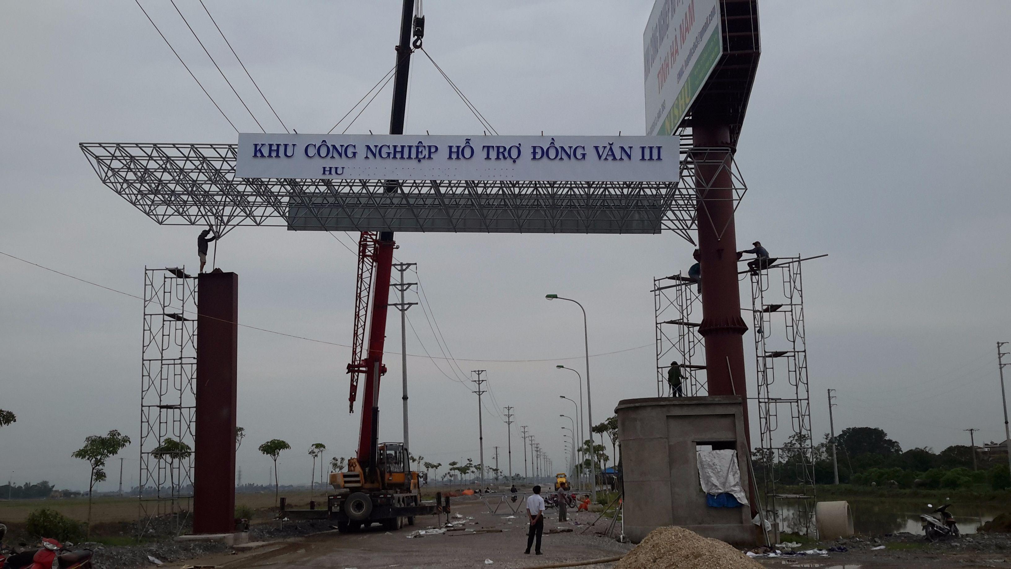 Biển quảng cáo - Cổng chào KCN Đồng Văn III