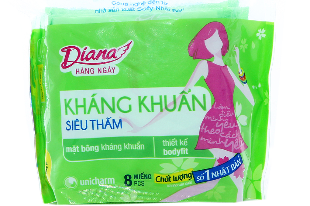 Băng vệ sinh hàng ngày Diana kháng khuẩn siêu thấm gói 8 miếng