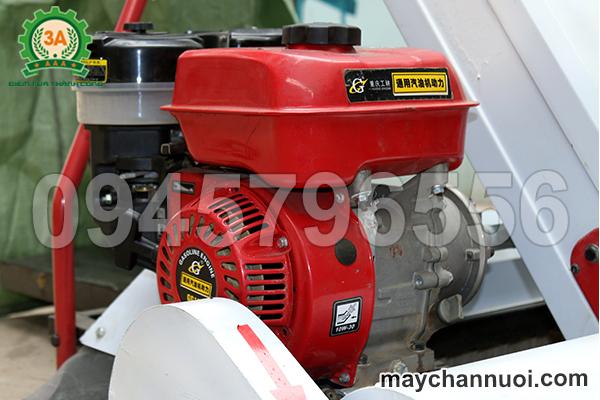 động cơ máy hút lúa