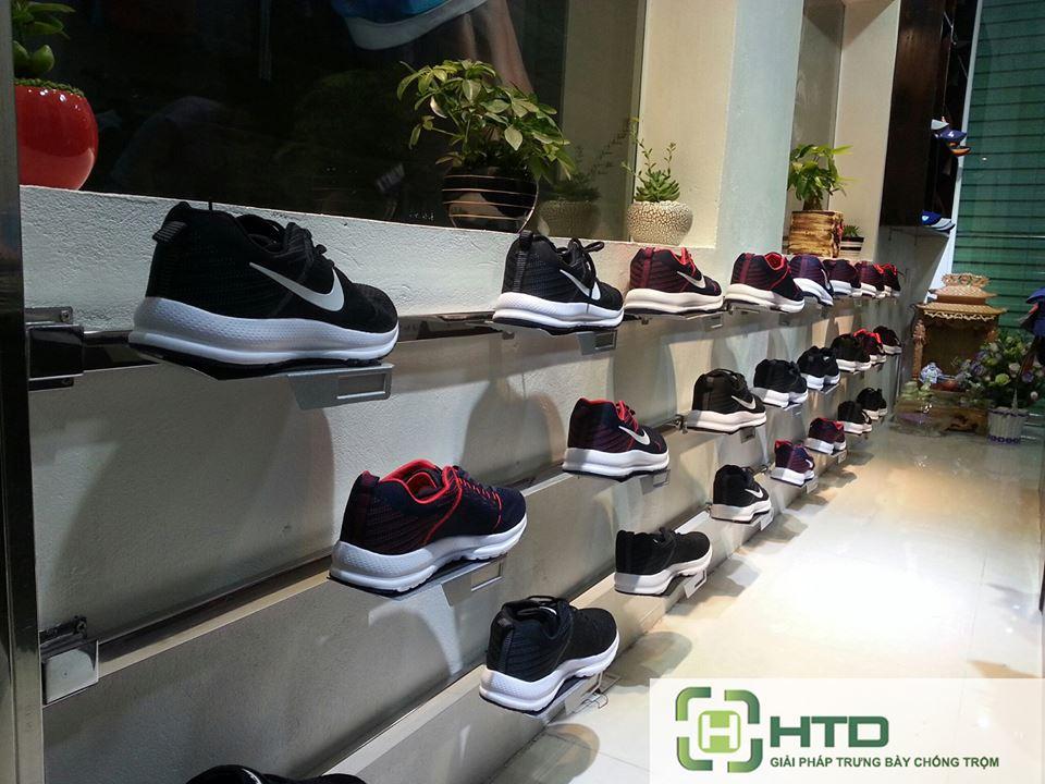 Giá kệ trưng bày giày dép cho shop thời trang năm 2019 - 10