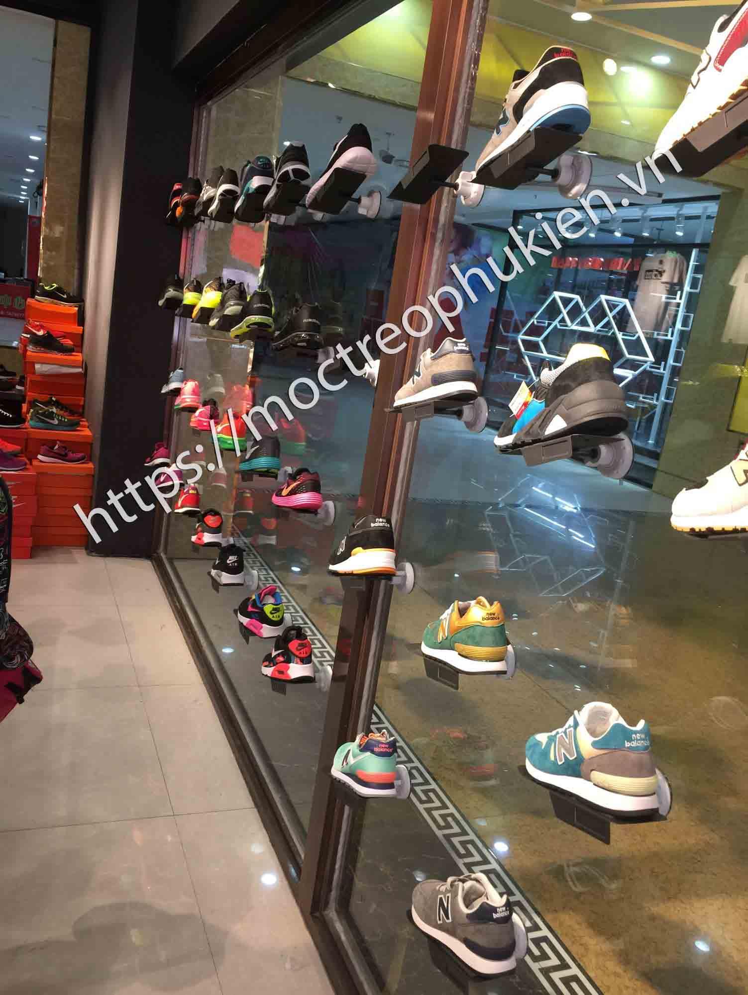 móc treo giày cho cửa hàng giày
