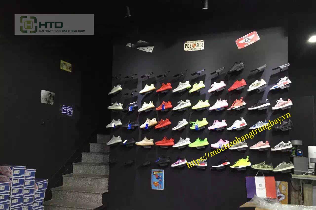 móc giày gắn vào tường