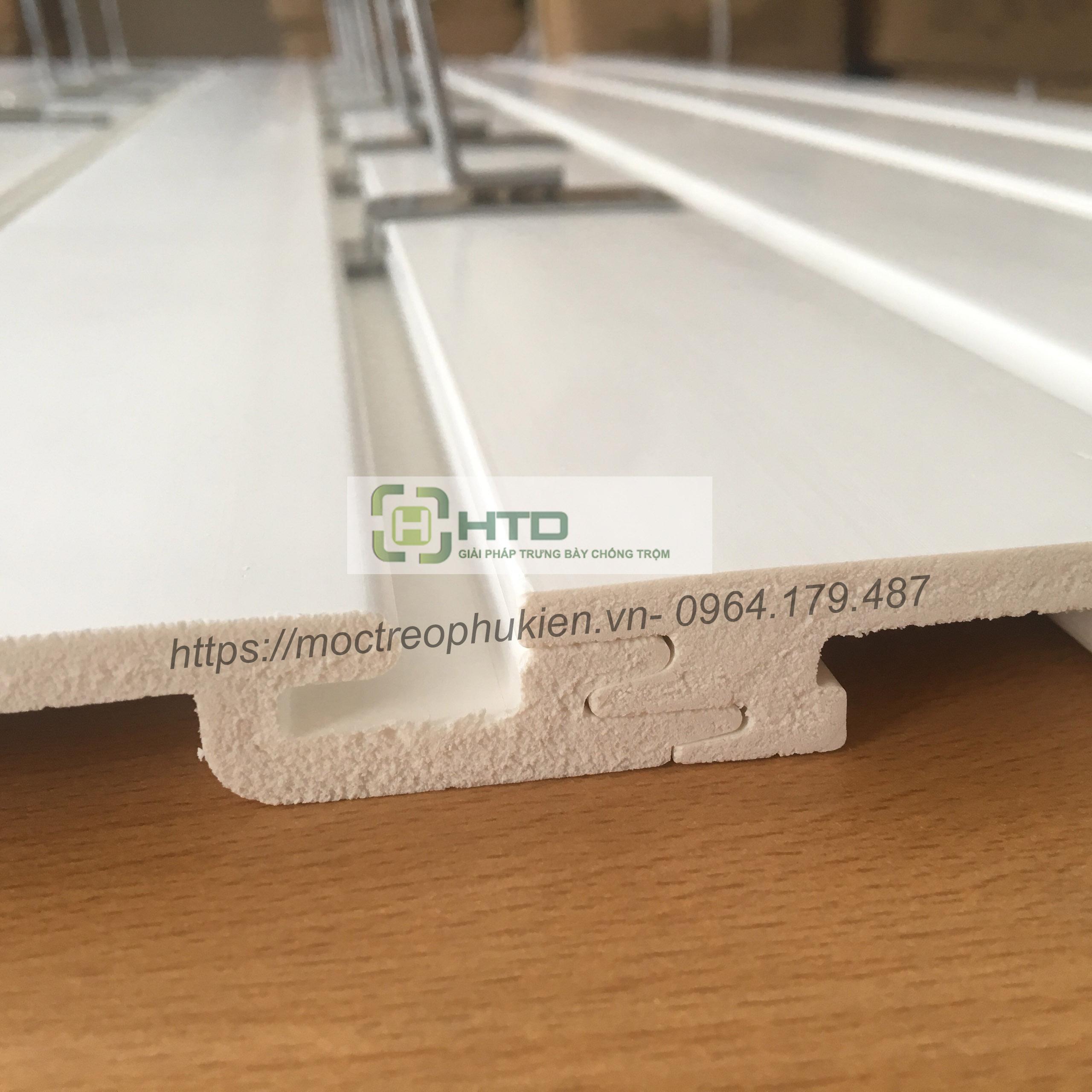 Tấm slatwall bằng nhựa PVC