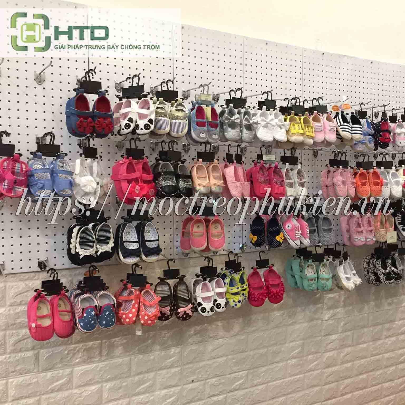 kệ trưng bày giày dép trẻ em