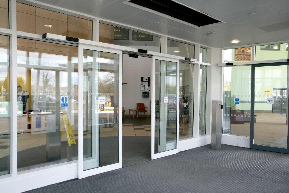 Cửa tự động tại các bệnh viện