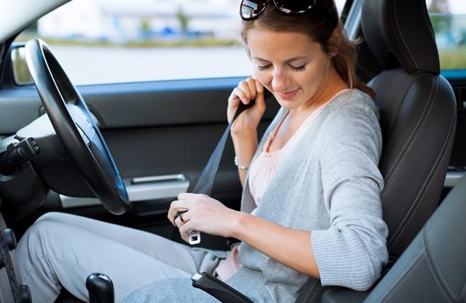 Hãy luôn nhớ thắt dây an toàn khi đi xe ô tô