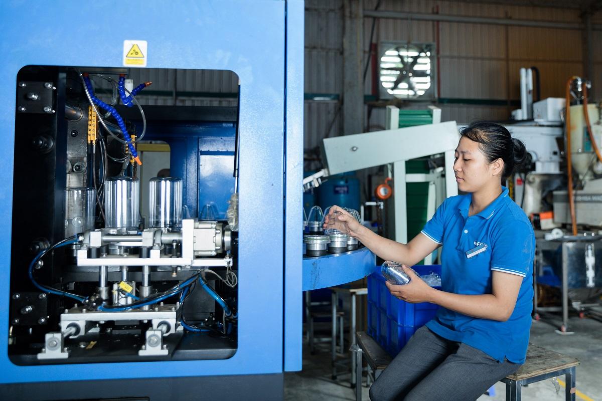 hệ thống máy móc sản xuất chai lọ hũ nhựa