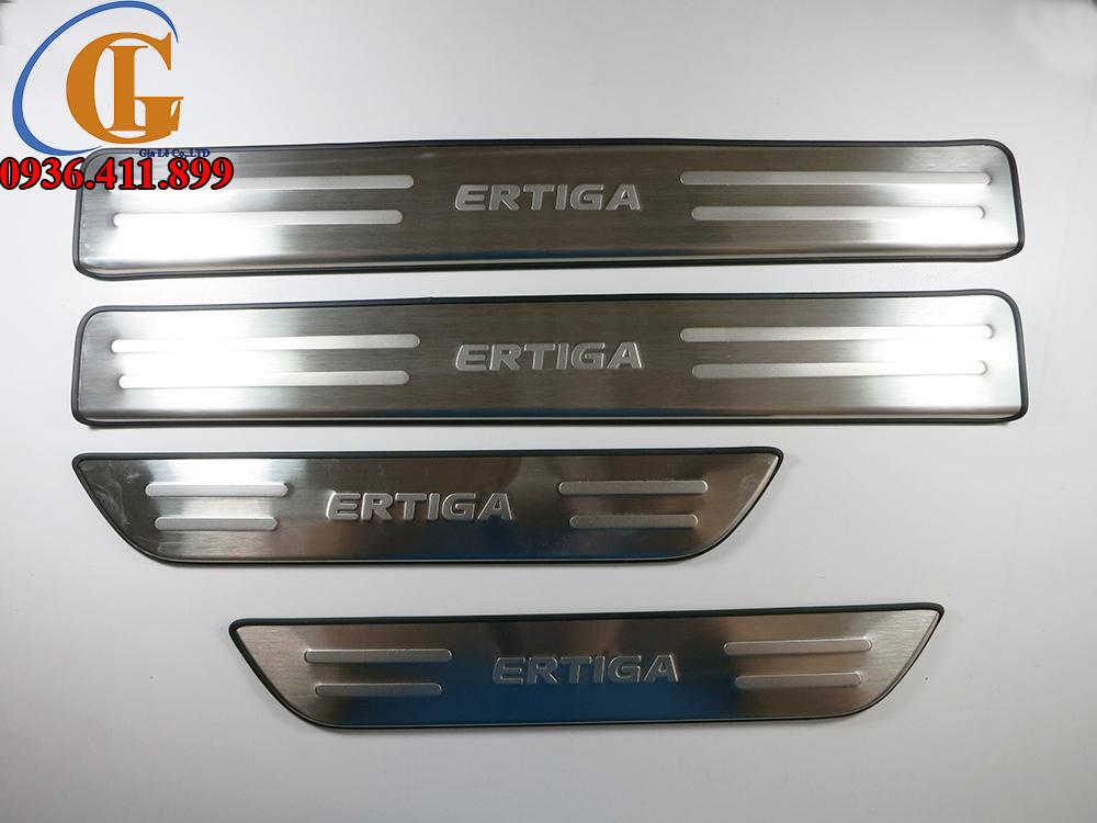 Ốp inox bậc cửa ngoài không led xe Suzuki Etiga