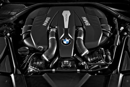BMW 7-Series dùng chung động cơ với Rolls-Royce?
