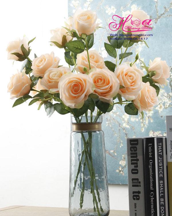 Hoa giả trang trí đẹp cho không gian làm việc của bạn