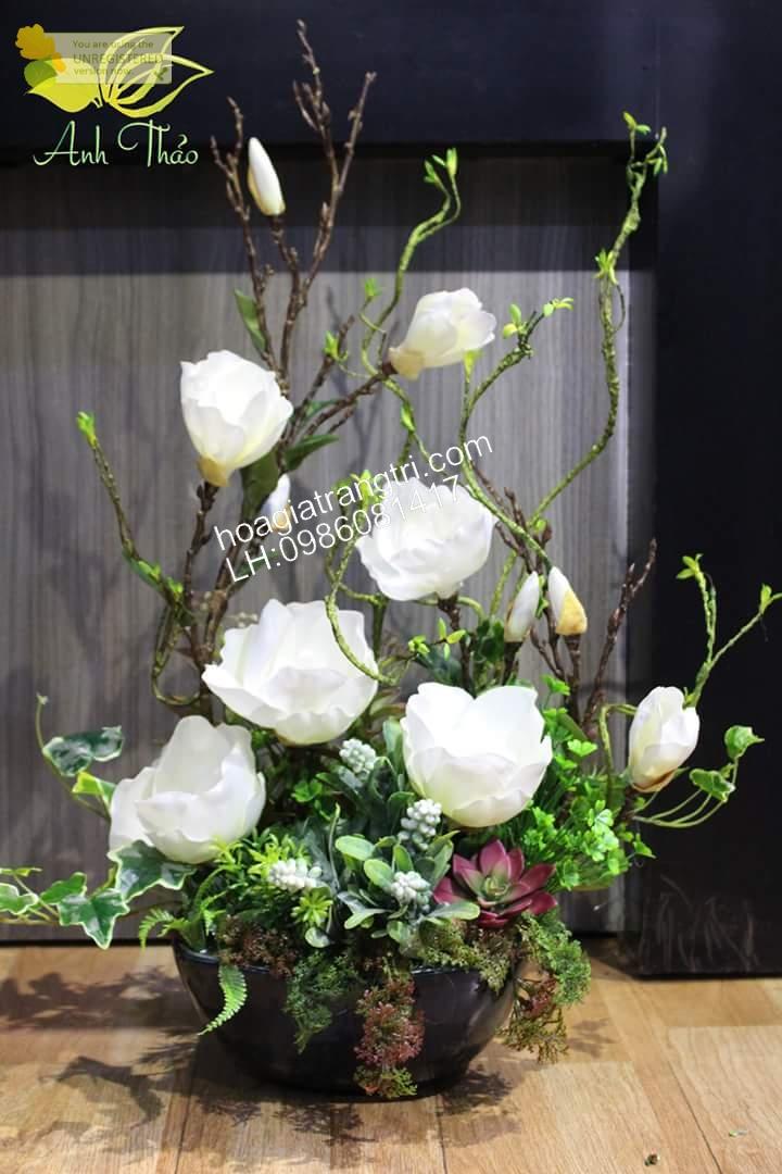 Bình hoa giả trang trí phòng khách - hoa mộc lan đẹp tinh khôi