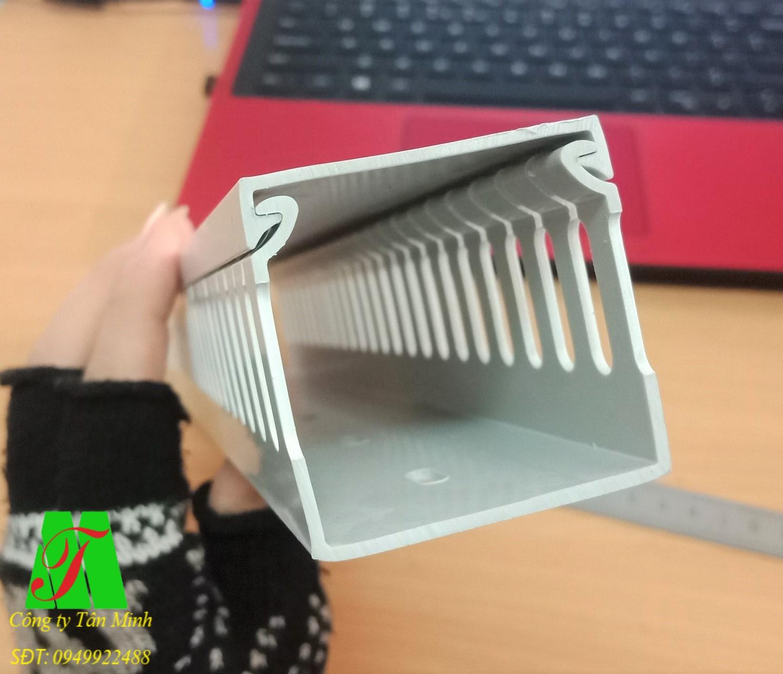 Máng nhựa răng lược 45x45mm
