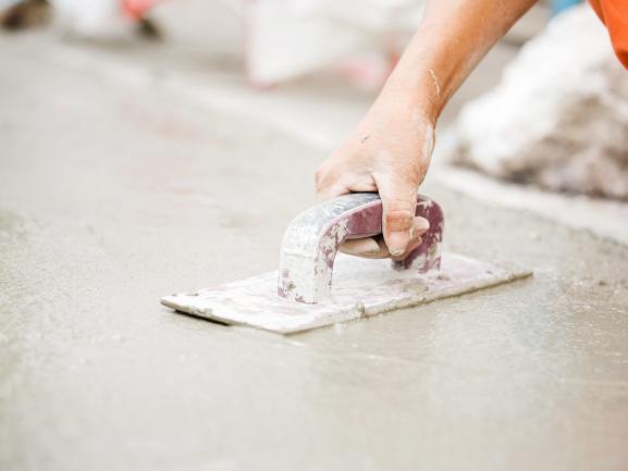 Cần lưu ý những gì khi sử dụng sàn bê tông đánh bóng?